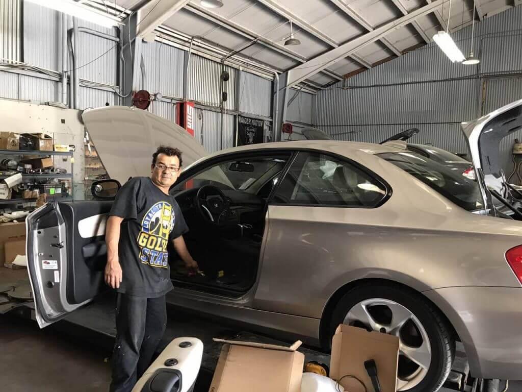 Arturo: mechanics, body workers